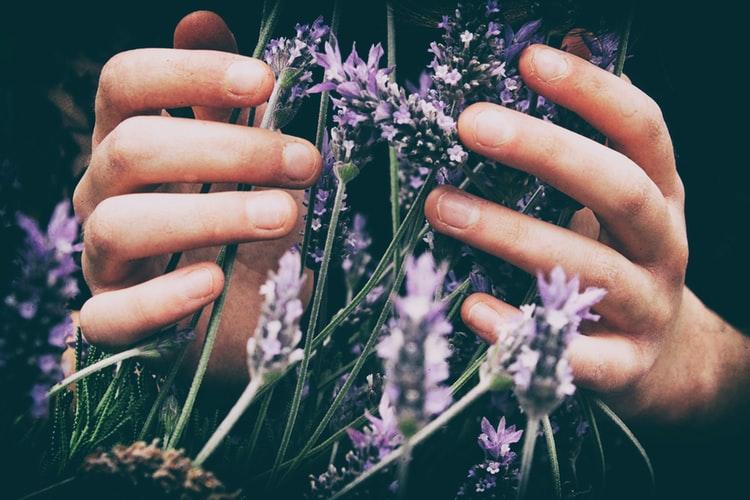 4 cose da fare per curare le tue mani ai tempi del Coronavirus (e non solo)